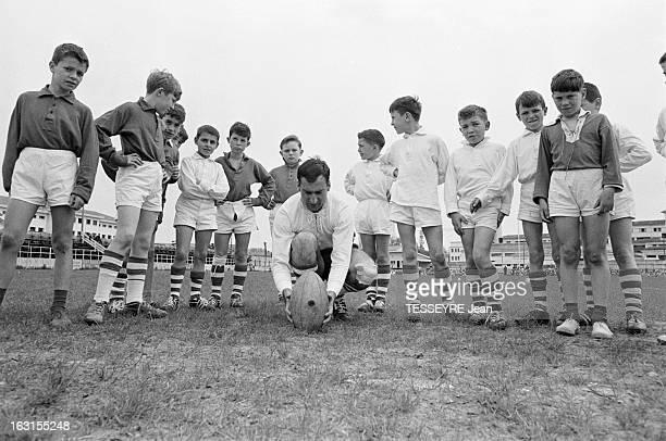 Rendezvous With Pierre Albaladejo En France à Dax le 16 avril 1964 Le rugbyman international français Pierre ALBALADEJO dit 'Bala' dans le camping...