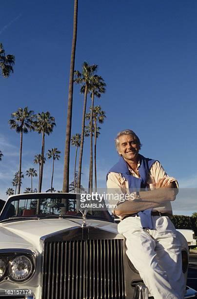 Rendezvous With Pierre Rey Avril 1988 l'écrivain Pierre REY chez lui à Los Angeles en Californie Il pose devant sa voiture une Rolls Royce