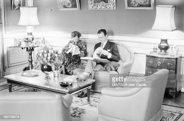 Rendezvous With Prince Henrik Of Denmark And Princess Margrethe Of Denmark With Family Danemark Copenhague 21 Février 1977 Dans le salon de leurs...