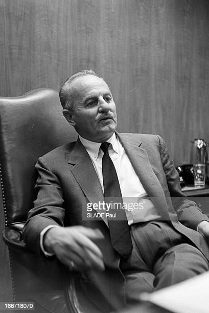 Rendezvous With Producer Darryl F Zanuck En 1962 aux EtatsUnis posant assis à son bureau le producteur réalisateur et scénariste américain Darryl F...