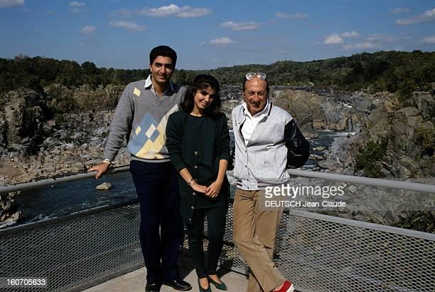 Rendezvous With Reza Pahlavi And Yasmine In United States Aux EtatsUnis en octobre 1986 de gauche à droite Reza PAHLAVI fils du SHAH D'IRAN SHAH II...