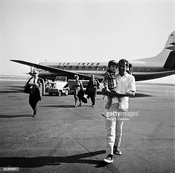 Rendezvous With Roger Vadim On Holiday In SaintTropez France SaintTropez 21 juin 1966 le réalisateur scénariste comédien romancier et poète français...