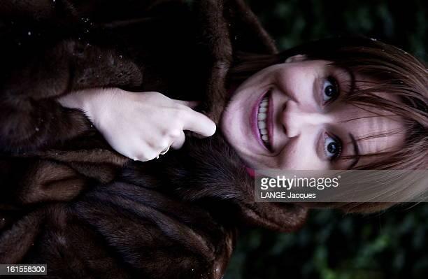 Rendezvous With Romanian Actress Medeea Marinescu Plan de face souriant de Medeea MARIANESCU héroïne du film 'Je vous trouve très beau' d'Isabelle...