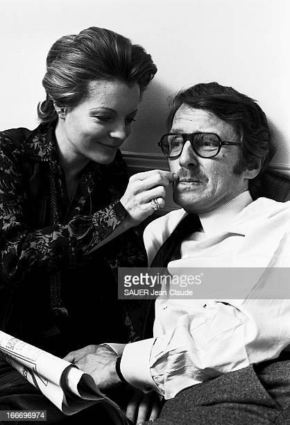 Rendezvous With Romy Schneider And Harry Meyen In Paris Plan de troisquarts de Romy SCHNEIDER tirant sur la moustache de son mari Harry MEYEN assis à...