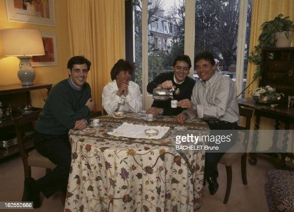 Rendezvous with sacha distel pictures getty images for Vider sa maison du superflu