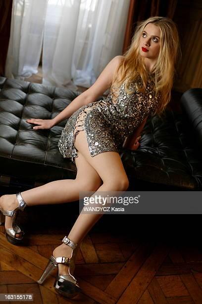 Rendezvous With Sara Forestier Séance photo pour Sara FORESTIER dans un appartement privé à PARIS pour la sortie du film 'Jean de La Fontaine le...