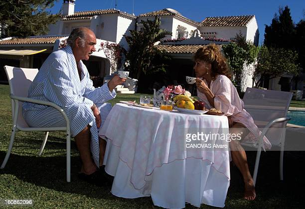Rendezvous With Sean Connery And His Wife Micheline In Their Property In Marbella En Espagne à Marbella le 21 mai 1995 Sean CONNERY acteur en...