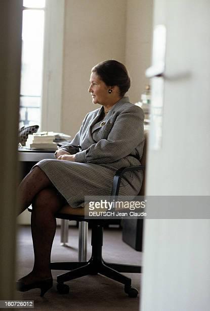 Rendezvous With Simone Veil At Her Office. Juin 1988- Portrait de Simone VEIL dans son bureau lors d'une interview de Liliane GALLIFET, assise bras...