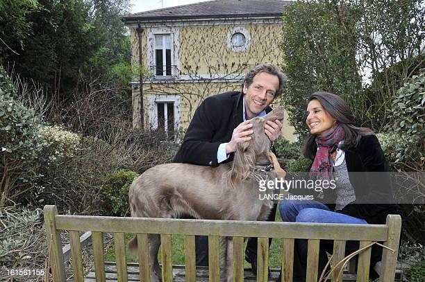 Rendezvous With Stephane Freiss Sèvres 12 mars 2010 Stéphane FREISS chez lui dans sa villa près de Paris Stéphane et son épouse Ursula souriant dans...