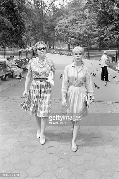 Rendezvous With Sue Lyon Lolita In Stanley Kubrick Film En juin 1962 aux EtatsUnis en extérieur dans un parc de New York l'actrice américaine Sue...