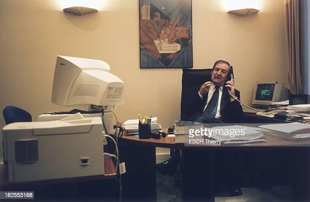 Rendezvous With Terrorism Judge JeanLouis Bruguiere JeanLouis BRUGUIERE fumant la pipe tout en téléphonant assis dans son bureau de la galerie...