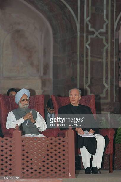 Rendezvous With The Aga Khan In India L'AGA KHAN assis aux côtés du docteur Manmohan SINGH Premier ministre de l'INDE lors de la remise du prix...
