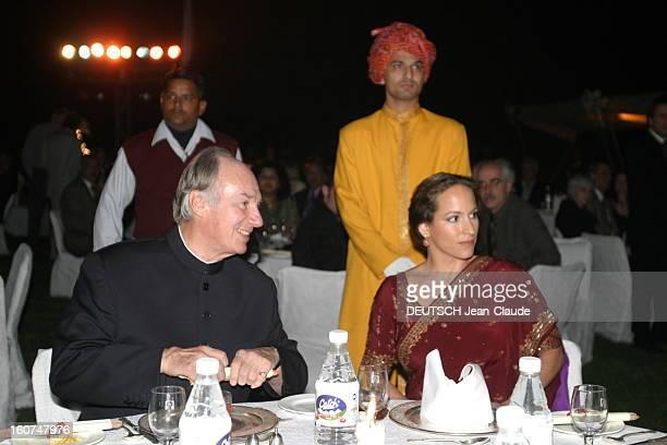 Rendezvous With The Aga Khan In India L'AGA KHAN dinant avec sa fille Zahra dans les jardins de l'ArabKiSerai d'AGRA après la remise du prix AgaKhan...