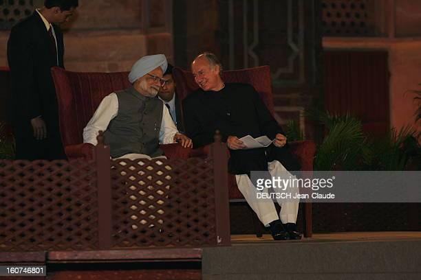 Rendezvous With The Aga Khan In India L'AGA KHAN discutant avec le docteur Manmohan SINGH Premier ministre de l'INDE assis à ses côtés lors de la...