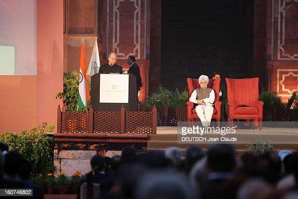 Rendezvous With The Aga Khan In India L'AGA KHAN faisant un discours en présence du docteur Manmohan SINGH Premier ministre de l'INDE lors de la...