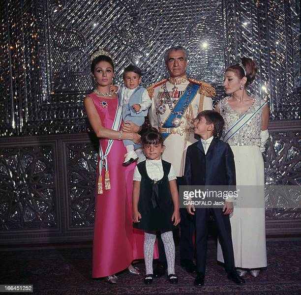 Rendezvous With The Imperial Family Of The Shah And Farah Diba 15 Days Prior To The Coronation Téhéran octobre 1967 Portrait officiel pour Paris...
