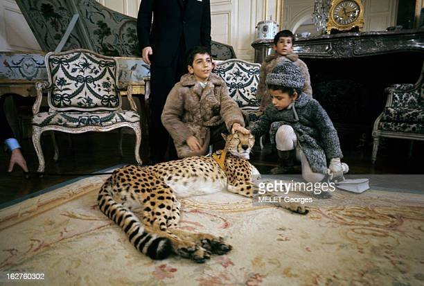 Rendezvous With The Prince Reza Pahlavi En France en février 1970 à l'occasion de la visite du zoo de Château de Thoiry le Prince Raza PAHLAVI et la...