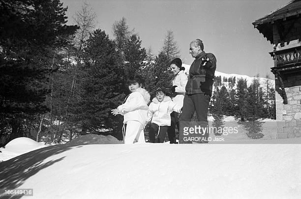 Rendezvous With The Shah Of Iran Farah Diba And Their Children The Prince Reza And Princess Faranaz In Saint Moritz Suisse SaintMoritz 19 janvier...