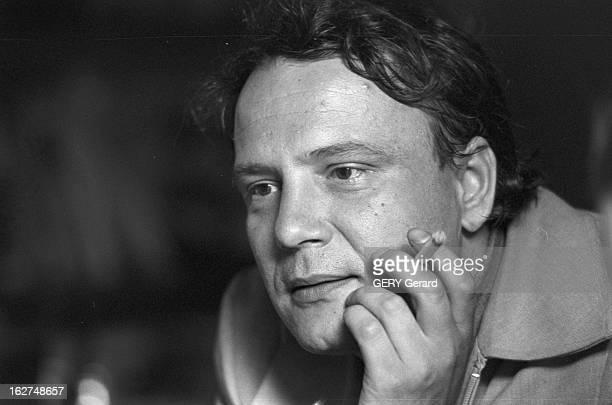 Rendezvous With Vladimir Bukovsky En 1978 à Cambridge en Angleterre portrait de l' ancien dissident soviétique Vladimir BOUKOVSKY ou BOUKOVSKI fumant...