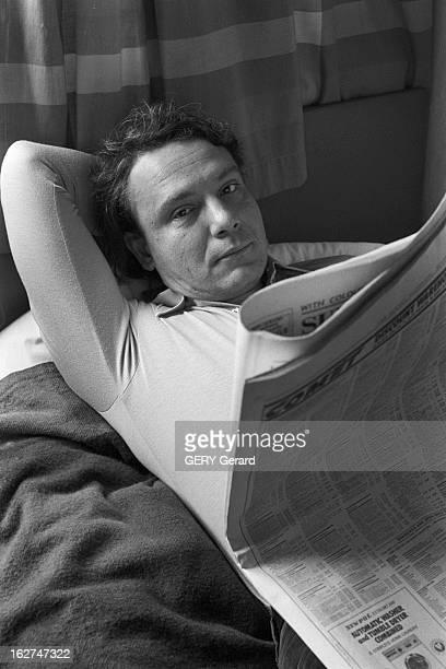 Rendezvous With Vladimir Bukovsky En 1978 à Cambridge en Angleterre l' ancien dissident soviétique Vladimir BOUKOVSKY ou BOUKOVSKI lisant un journal...