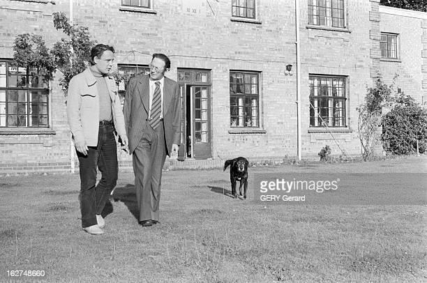 Rendezvous With Vladimir Bukovsky En 1978 à Cambridge en Angleterre sur une pelouse devant une maison avec un chien l' ancien dissident soviétique...