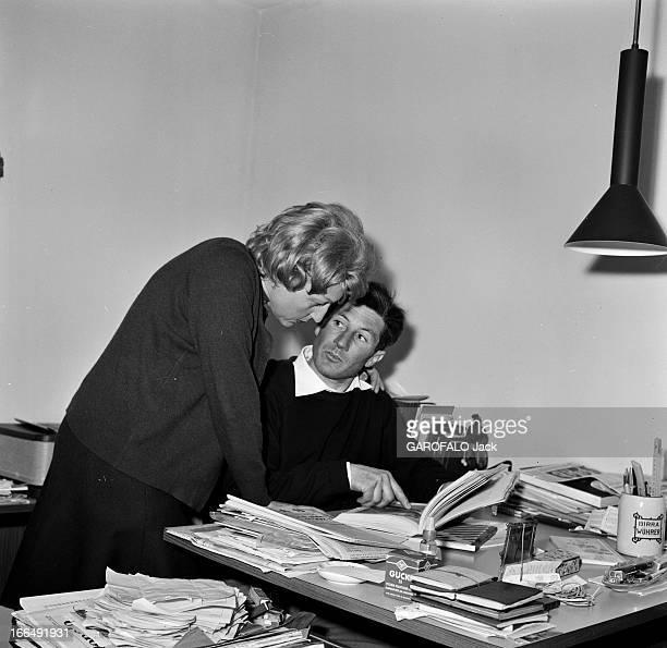 Rendezvous With Walter Bonatti. 1er février 1963, dans son appartement, l'alpiniste italien Walter BONATTI avec son épouse, au retour de la première...