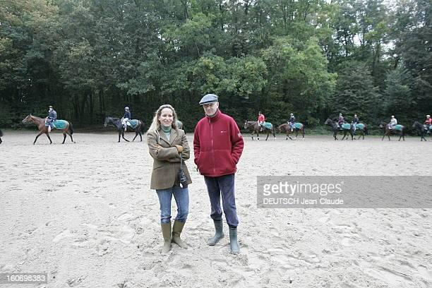 Rendezvous With Zahra Aga Khan Zahra AGA KHAN posant aux côtés de l'entraîneur les chevaux des haras des AGA KHAN à l'entraînement à AIGLEMONT près...