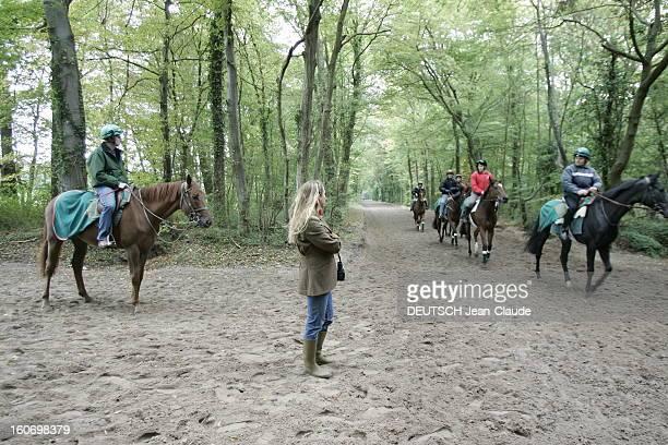 Rendezvous With Zahra Aga Khan. Zahra AGA KHAN regardant les chevaux des haras des AGA KHAN à l'entraînement à AIGLEMONT près de CHANTILLY.