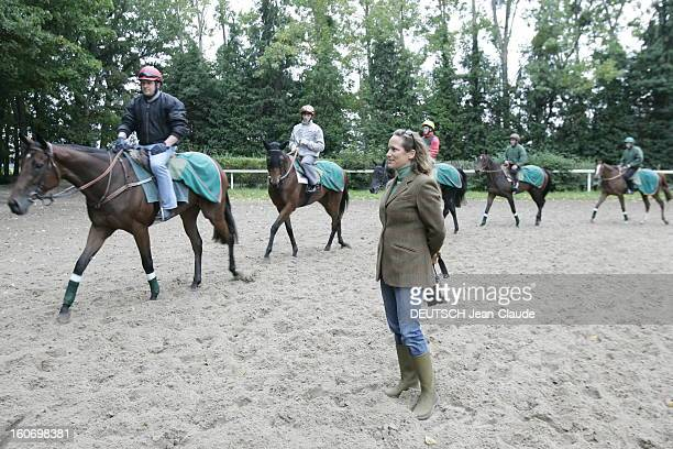 Rendezvous With Zahra Aga Khan Zahra AGA KHAN regardant les chevaux des haras des AGA KHAN à l'entraînement à AIGLEMONT près de CHANTILLY