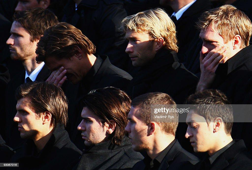 Thousands Attend Robert Enke Funeral Service