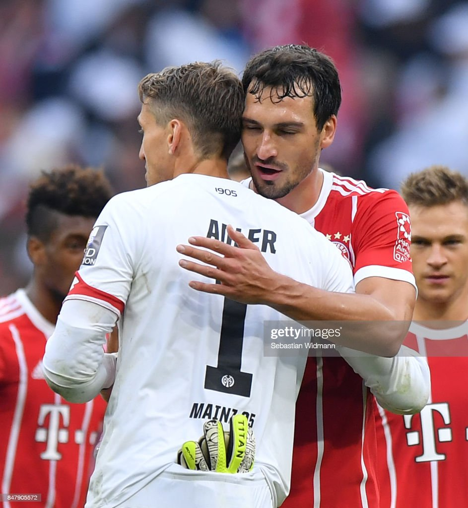 Rene Adler of Mainz (l) embrqces Mats Hummels of Bayern Muenchen after the Bundesliga match between FC Bayern Muenchen and 1. FSV Mainz 05 at Allianz Arena on September 16, 2017 in Munich, Germany.