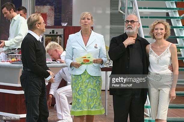Rene Koch Andrea Kiwi Kiewel Udo Walz Sonja Jürgens ZDFShow Fernsehgarten Mainz Deutschland ProdNr 1119/2006 Auftritt Mikrofon SchiffDekoration...