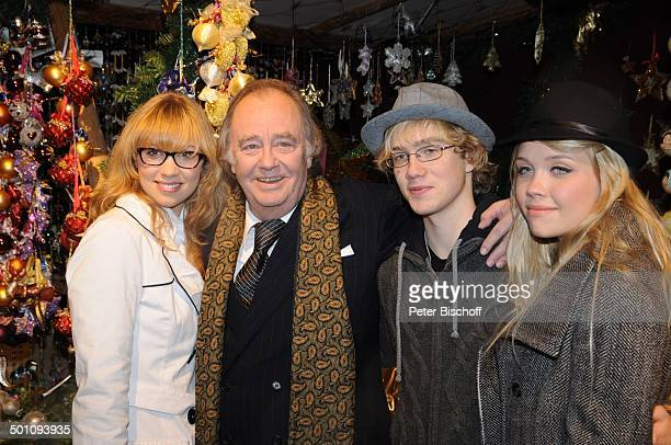 Rene Kollo mit Kindern Magali Oliver und Florence Weihnachten auf Gut Aiderbichl VorEröffnung vom Weihnachtsmarkt Henndorf bei Salzburg Österreich...