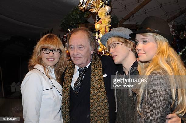 Rene Kollo mit Kindern Magali, Oliver und Florence, Weihnachten auf Gut Aiderbichl - Vor-Eröffnung vom Weihnachtsmarkt, Henndorf bei Salzburg,...