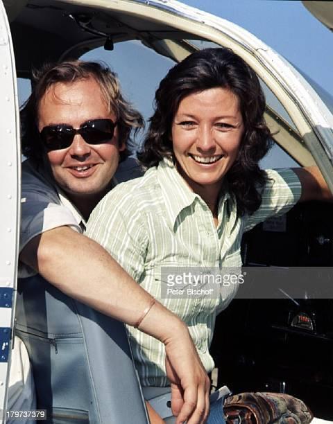 Rene Kollo und Ex-Ehefrau Dorthe, Flugzeug, Hobby-Pilot, Sonnenbrille, Sänger, Opernsänger, Schauspieler, Sängarin, TV-Moderatorin, Promis,...