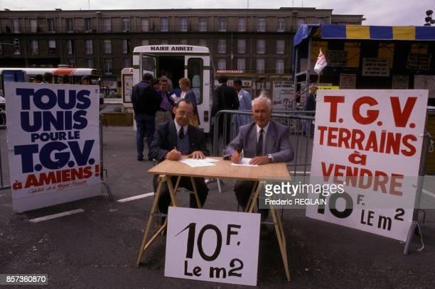 Rene Lamps maire communiste d'Amiens avec l'abbe Georges Prache gauche font campagne pour que la ville beneficie du passage et de l'arret du TGVNord...