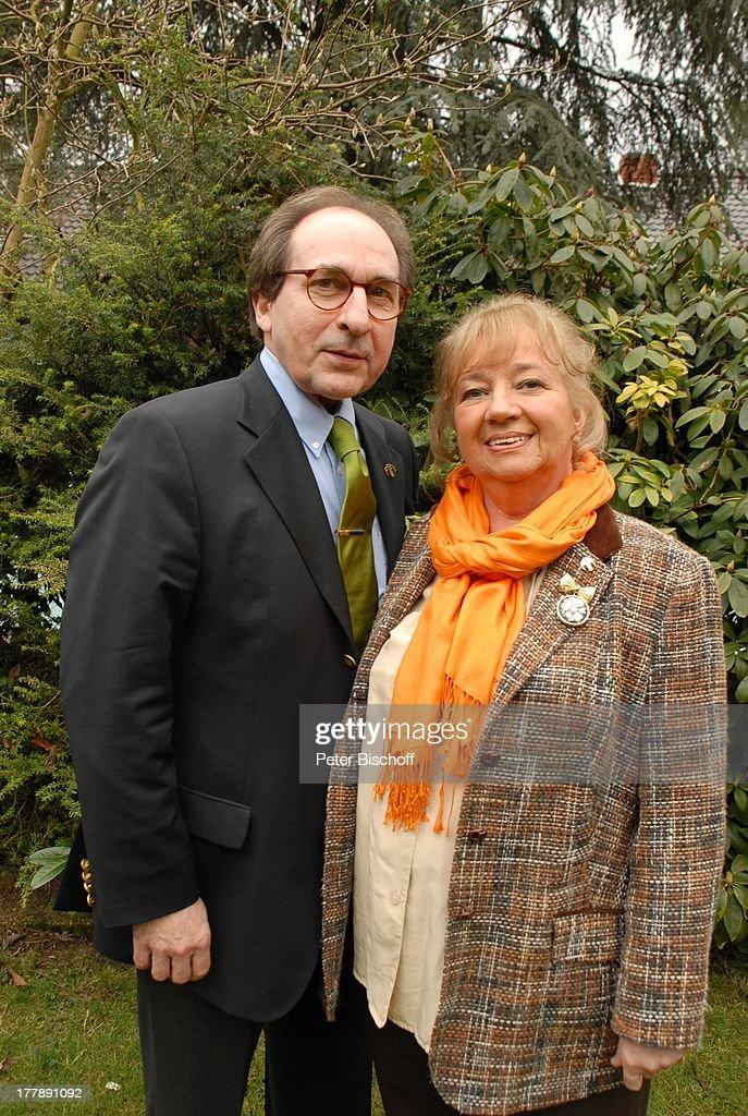 Rene Lifschütz, Ehefrau Marianne, Homestory, Garten, Bremen, Deutschland,  Europa,