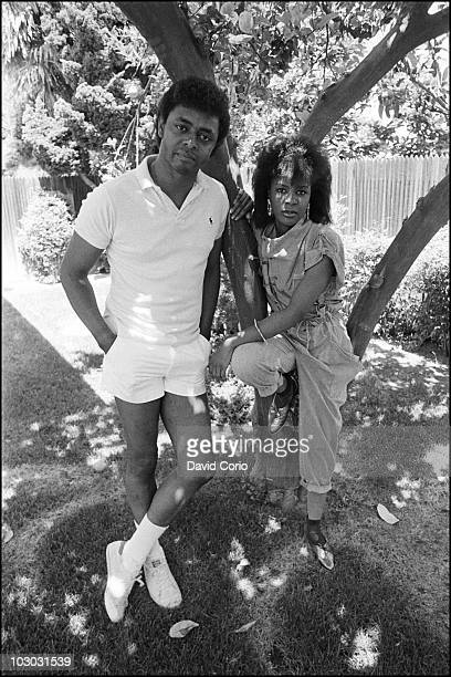 Rene Moore and Angela Winbush pose at home on 20 June 1985 in Los Angeles