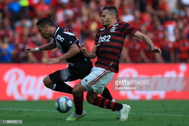 Rene of Flamengo struggles for the ball with Yago Pikachu of Vasco da Gama during a match between Flamengo and Vasco da Gama as part of Rio State...