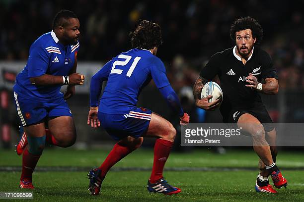Rene Ranger of the All Blacks makes a break during the Third Test Match between the New Zealand All Blacks and France at Yarrow Stadium on June 22...