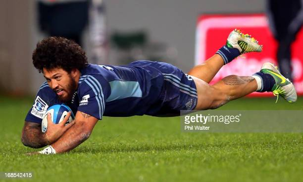 Rene Ranger of the Blues scores a try during the round 13 Super Rugby match between the Blues and the Western Force at Eden Park on May 11 2013 in...