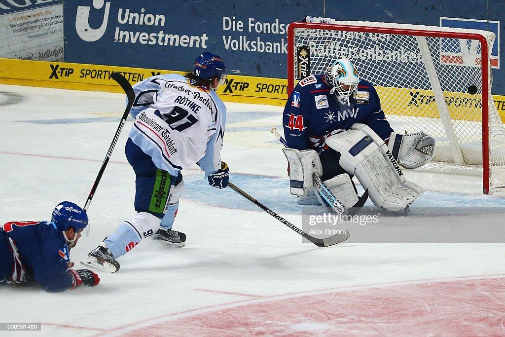 Adler Mannheim v Straubing Tigers  - DEL : Nieuwsfoto's