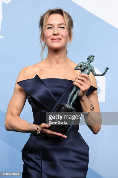 """Renée Zellweger poses in the press room after winning the award for Outstanding Performance by a Female Actor in a Leading Role in """"Judy"""" during the..."""