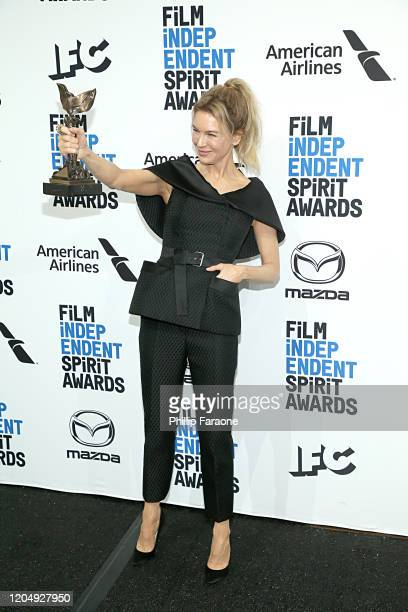 Renée Zellweger poses in the press room with the Best Female Lead award for Judy during the 2020 Film Independent Spirit Awards on February 08 2020...