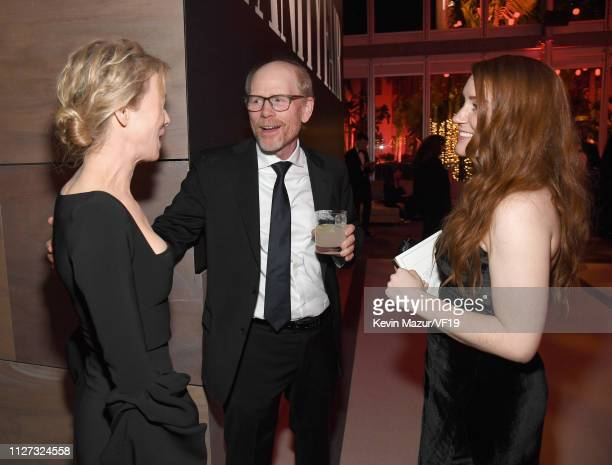 Renée Zellweger Ron Howard and Paige Howard attend the 2019 Vanity Fair Oscar Party hosted by Radhika Jones at Wallis Annenberg Center for the...