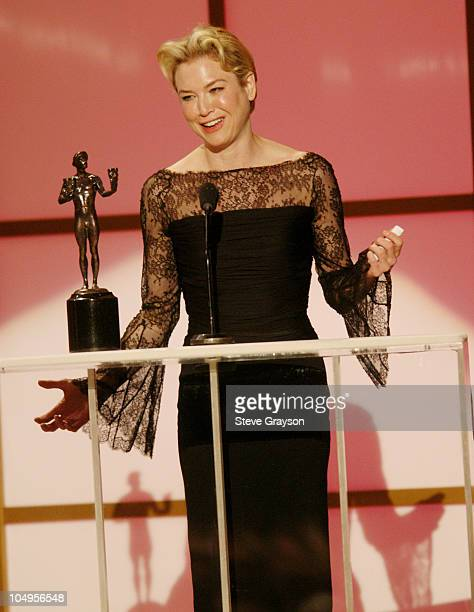 "Renee Zellweger accepts her ""Actor"" for Outstanding Female Actor in a Leading Role in a Motion Picture for ""Chicago"""