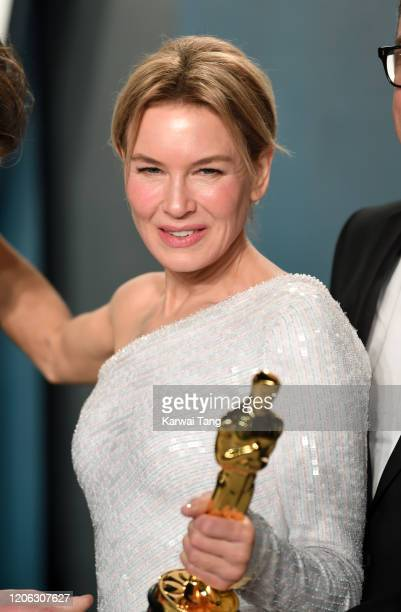 Renee Zellweger attends the 2020 Vanity Fair Oscar Party hosted by Radhika Jones at Wallis Annenberg Center for the Performing Arts on February 09...
