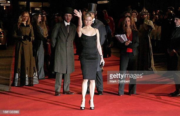 Renee Zellweger Attends The 'Miss Potter' Uk Film Premiere At The Odeon Cinema In London'S Leicester Square