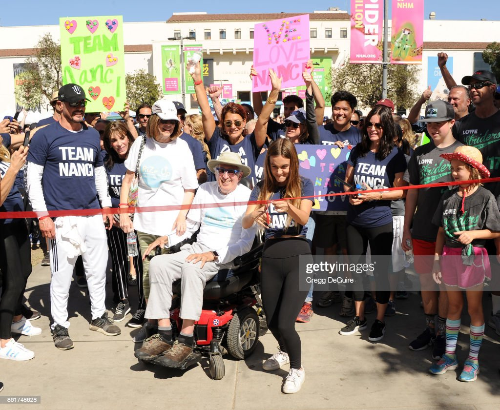 Renee Zellweger, Coco Arquette and Courteney Cox attend Nanci Ryder's 'Team Nanci' 15th Annual LA County Walk To Defeat ALS at Exposition Park on October 15, 2017 in Los Angeles, California.