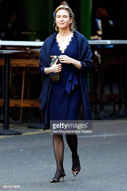 Renee Zellweger seen in Borough Market filming 'Bridget Jones' Baby' in London on October 12 2015 in London England Photo by Neil Mockford/Alex...